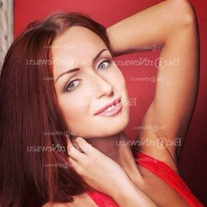 Nouria escort in Mounds View