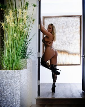 Ouaiba escort girl in Kernersville